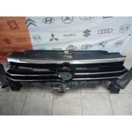 Решетка радиатора на Volkswagen Passat B8 (Фольксваген Пассат Б8) В наличии